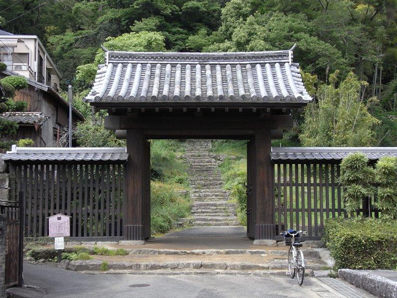 上り立ち門 上り立ち門です。城山南側の追手道口に位置しています。武家の正門とされる... Kem