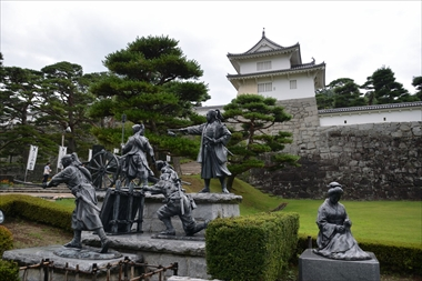 二本松少年隊群像と母の像