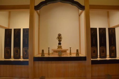 摩利支天像とほか六尊の配置