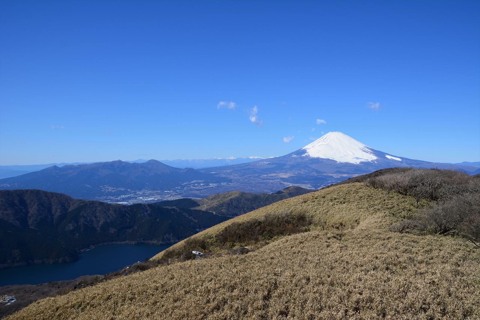 箱根駒ヶ岳山頂から見た富士山と赤石山脈