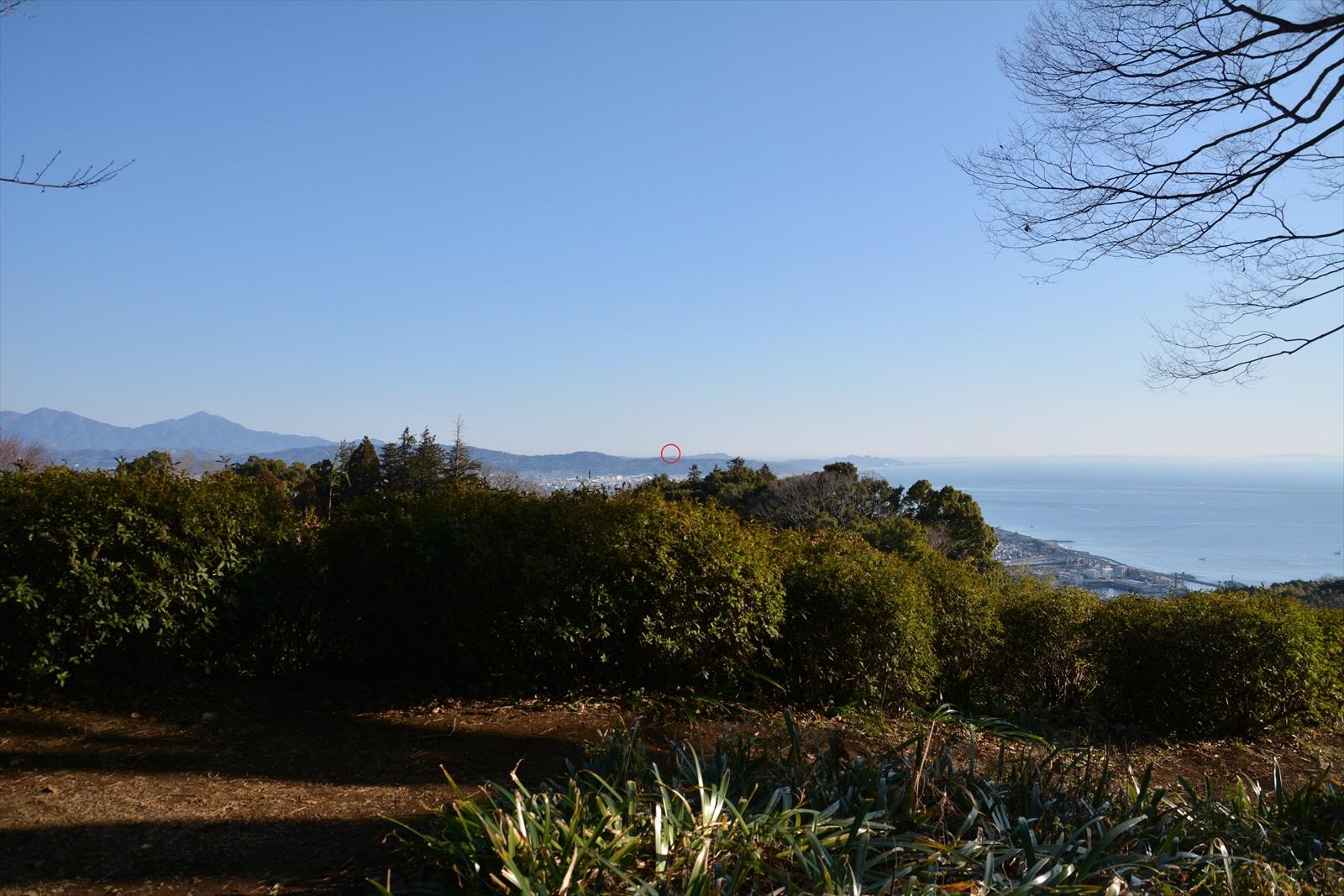 石垣山一夜城から見たスカイツリー1