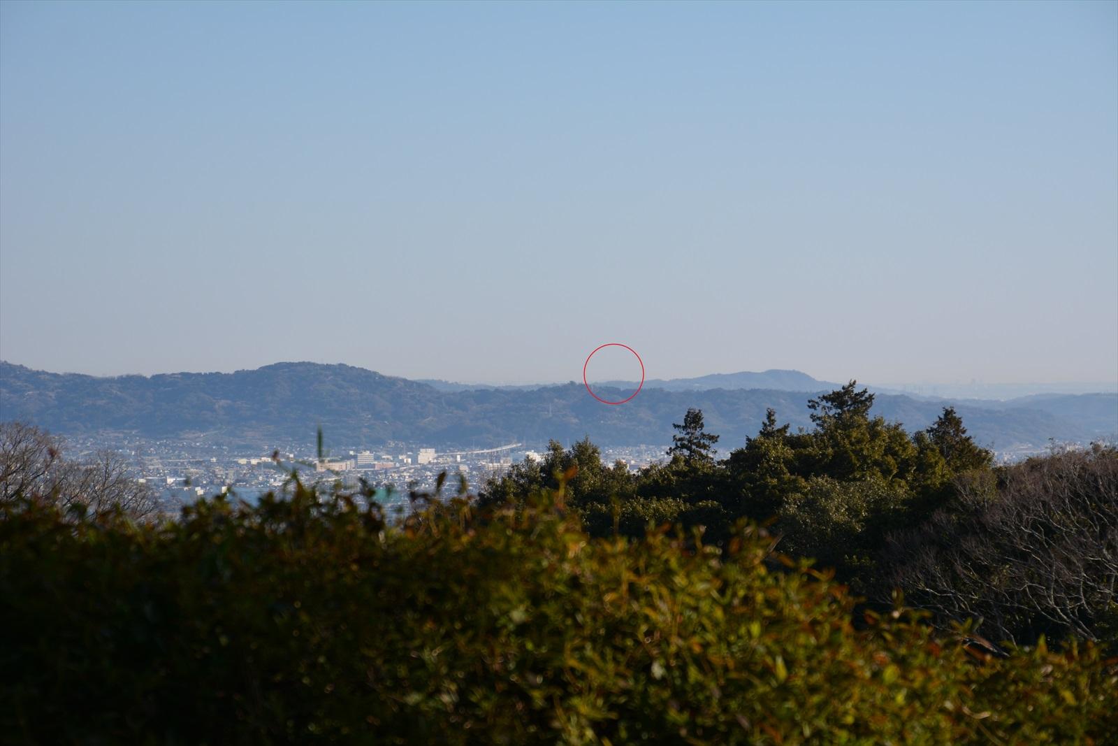 石垣山一夜城から見たスカイツリー2